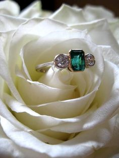 Love-love-LOVE this vintage engagement ring!