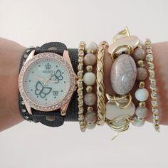 Relógio de couro.    www.relogiosdadora.com.br