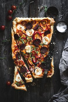 Feurige Tarte mit Chorizo Easy Tart Recipes, Snack Recipes, A Food, Food And Drink, Food Flatlay, Cheesecake Tarts, Best Food Photography, Pie Crumble, Savory Tart