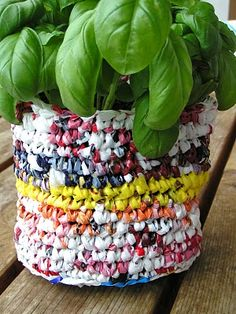 Mami Made It: Tutorial: Recycled Plastic Bag Flowerpot Blumentopf aus Plastiksäcken