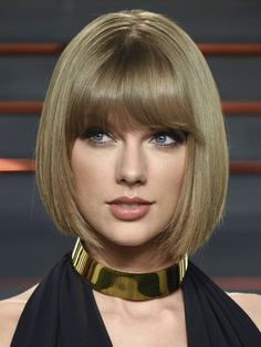 Taylor Swift is so pretty she is my inspiration for my looks Taylor Swift Hot, Taylor Swift Style, Beautiful Eyes, Beautiful Women, Taylor Swift Pictures, Beautiful Celebrities, Woman Face, Pretty Face, Short Hair Styles