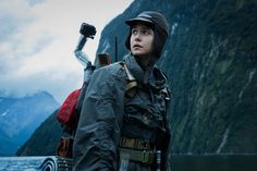 A new high quality Alien: Covenant movie still has surfaced online, featuring Katherine Waterston's character Daniels as she admires the surrounding landscapes of Parad. Michael Fassbender, New Movies, Movies Online, Watch Movies, Alien Covenant Movie, Film Prometheus, Demian Bichir, Saga, Craig Green