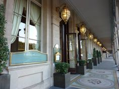 Located on the opulent Rue de Rivoli across from the Tuileries Gardens and near the Louvre Museum, Le Meurice is another institution among Paris luxury hotels. Built in the early century, Le Meurice was fully revamped in 2000 Paris Travel, France Travel, Palaces, Beautiful Hotels, Beautiful Places, Century Hotel, 18th Century, Le Meurice, Hotels And Resorts
