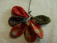 데이지 꽃만들기 과정샷~ : 네이버 블로그 Fabric Origami, Fabric Brooch, Indian Prints, Textiles, Harris Tweed, Fabric Flowers, Diy And Crafts, Insects, Quilts