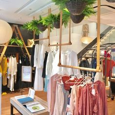 Clothes Shop Design Interior Boutiques Inspiration Ideas For 2019 Boutique Interior, Shop Interior Design, Store Design, Interior Ideas, Clothing Store Displays, Retail Shelving, Store Fixtures, Banquette, Visual Merchandising