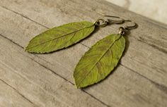 Leaf earrings green hand painted brass by KristineRagusDesigns Wedding Colors, Wedding Styles, Green Wedding, Chic Wedding, Wedding Stuff, Leaf Earrings, Dangle Earrings, Paint Brass, Boho Green