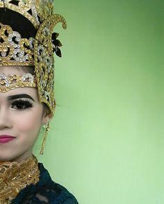 Dewi Nurjanah. Penari Tradisi. Sunda. Sumedang