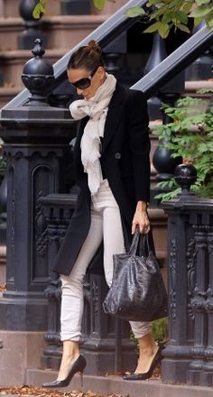 sloppy rolled up pants and bunchy scarf - yet devistatingly chic.