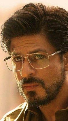 Raees Srk, Shahrukh Khan Raees, Shah Rukh Khan Movies, India Actor, Kiara Advani, Actors Images, Orange Wedding, Actor Photo, Celebrity Portraits