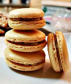 #Sweet and #Simple #French #Macaroons #Recipe. Click it to read it! And pin it to save it!