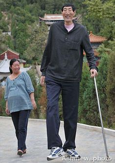 tallest person in the world compared to a normal height person! WOW! thats all I can say. WOW!