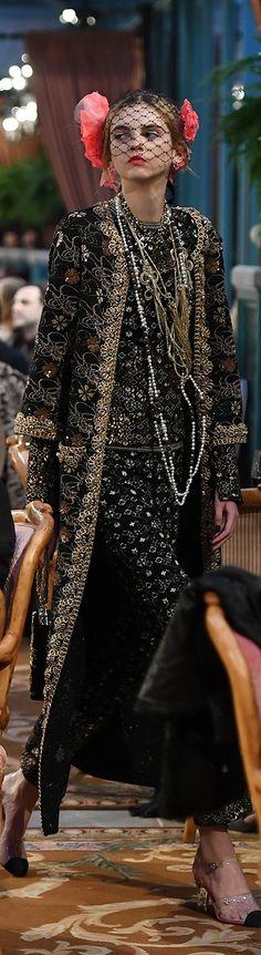 ***Chanel Pre Fall Show in Hotel Ritz Paris*** Fashion Moda, Fashion 2017, Look Fashion, High Fashion, Fashion Show, Autumn Fashion, Womens Fashion, Karl Lagerfeld, Style Rose