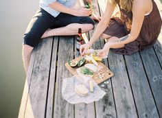 picnic close to see by tec petaja for kinfolk vol. Picnic Time, Summer Picnic, Summer Bucket, Picnic Sandwiches, Kinfolk Magazine, Company Picnic, Jolie Photo, Gras, Life Is Beautiful