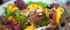 Salade met gegrilde perzik & walnootdressing