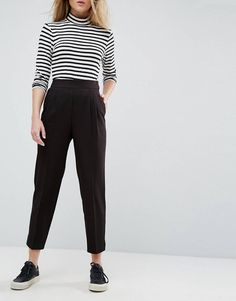 Buy ASOS DESIGN high waist tapered trousers at ASOS. Get the latest trends with ASOS now. Pants Outfit, Workwear Fashion, Fashion Outfits, Fashion Trends, Tomboy Fashion, Ladies Fashion, Fashion Ideas, Look Fashion, Dressy Casual Outfits