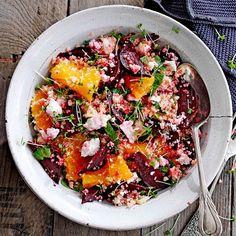Heerlijke quinoa-bietensalade. Ook lekker met zachte geitenkaas ipv ricotta, rucola en gegrilde zonnebloempitten.