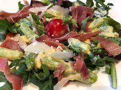 Une petite salade printanièrefacile et raffinée à la fois avec l'asperge verte …un légume qui a bien des vertus..riche en vit B2, vit C (2 fois plus que la carotte – 3 fois plus que l'endive), vit E, vit B9, … Continuer la lecture → Dacquoise, Cobb Salad, Entrees, Potato Salad, Lunch Box, Potatoes, Chicken, Meat, Ethnic Recipes