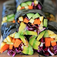What do you get when you combine spicy tahini sauce w/ crisp & crunchy raw vegetables & creamy avocado? Sunrise Nori Wraps with Spicy Tahini Drizzle! Raw Vegan Recipes, Vegan Vegetarian, Healthy Recipes, Free Recipes, Going Vegetarian, Vegetarian Breakfast, Vegetarian Dinners, Asian Recipes, Vegetarian Recipes
