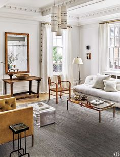 The Former Manhattan Living Room Of Designers Nate Berkus And Jeremiah  Brent Features Circa 1970
