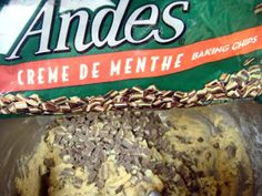 that's the green minty goodness of Andes Mints. I don't know about you but I ADORE Andes Mints. Xmas Cookies, Chocolate Chip Cookies, Andes Chocolate, Yummy Treats, Yummy Food, Yummy Recipes, Sweet Treats, Andes Mint Cookies, Mint