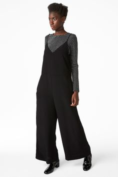 Monki Image 2 of Strappy V-neck jumpsuit in Black
