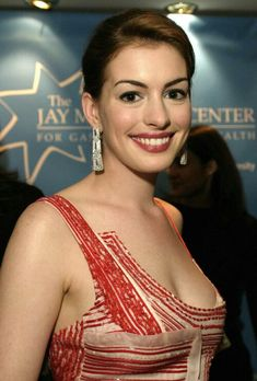 Anne Hathaway Style, Anne Hathaway Photos, Prettiest Actresses, Beautiful Actresses, Anne Hattaway, Beautiful Brown Eyes, Female Stars, Cosplay, Star Wars