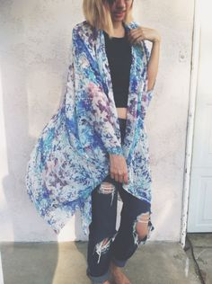 Kimono + boyfriend jeans.