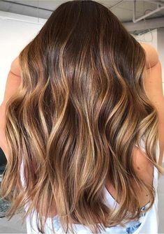 Warm Brunette Balayage Hair Color Shades to Try in 2019 - Haarfarben Ideen Brown Hair Balayage, Brown Ombre Hair, Brown Hair With Highlights, Light Brown Hair, Hair Color Balayage, Blonde Hair, Warm Brown Hair, Honey Balayage, Brunette Hair Warm