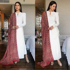 Ethnic Outfits, Indian Outfits, Indian Dresses, Fashion Outfits, Pakistani Dress Design, Pakistani Outfits, Pakistani Clothing, Indian Attire, Indian Wear