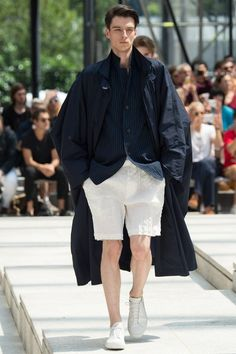 See the complete Issey Miyake Spring 2017 Menswear collection.