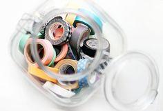 無造作にケースにいれるだけで様になるのがマスキングテープのメリット。
