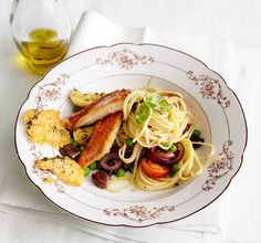 Ein italienischer Gaumenschmaus! Zu den feinen Rotbarbenfiltes servieren wir Linguine mit Erbsen. Delizioso!