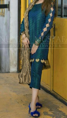 Kurti Sleeves Design, Sleeves Designs For Dresses, Kurta Neck Design, Dress Neck Designs, Blouse Designs, Pakistani Fashion Party Wear, Pakistani Formal Dresses, Pakistani Dress Design, Pakistani Outfits