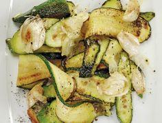 In Olivenöl gebratene Zucchini