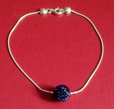 Handmade jewelry. Srebrna bransoletka z kulką Shamballa wysadzaną cyrkoniami Swarovski Elements Montana.