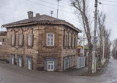 Деревянный дом XIX века необычной формы Иркутск