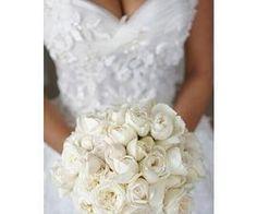 #bridal #bouquet #whiteroses #beautiful