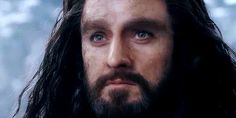 """One of the saddest parts of the movie: thorin looking at fili right before fili gets killed. The look on thorins face is so sad. He's saying ""I'm here for you till the end"". :*("""