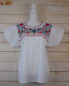 044d8d1804b44b Women's Embroidered Mexican Blouse Medium White Floral Embroidery Peasant  Fiesta