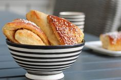 Sitronsnipper Bread Rolls, Sweet Bread, Bread Recipes, Sticks, Breads, Biscuits, Mad, Sweets, Drink
