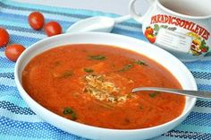 Supa de rosii reteta ardeleneasca a bunicii mele. La Arad facem supa de rosii cu orez, paste alfabet sau cu galuste mici de faina. Este o reteta simpla de Soup Recipes, Vegan Recipes, Cooking Recipes, Romanian Food, Good Enough To Eat, Summer Recipes, I Foods, Food To Make, Food And Drink