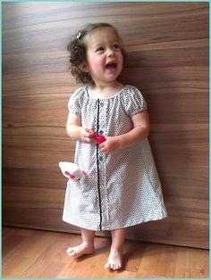 Van overhemd naar jurkje! Toffe tutorial van @Essie's handcraft cuteness op haar blog Essie's handcraft cuteness