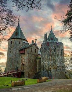 Coch castle, Wales Is a Gothic Revival castle built above the village of Tongwynlais in South Wales. The first castle on the… Beautiful Castles, Beautiful Buildings, Beautiful Places, Chateau Medieval, Medieval Castle, Gothic Castle, Gothic Architecture, Beautiful Architecture, Chateau Moyen Age