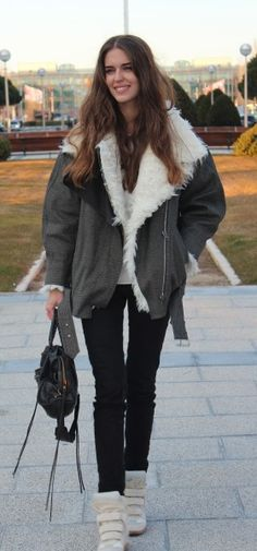 Clara Alonso, Daily Fashion, Fashion News, Fashion Trends, Isabel Marant Trainers, Casual Wear, Casual Outfits, Great Women, Girls Sneakers