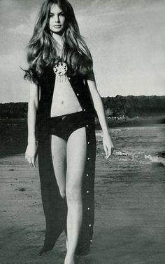 Jean Shrimpton. Fabulous hair!
