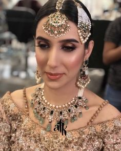 Valima bride Desi Wedding, Wedding Looks, Wedding Ideas, Royal Jewelry, Indian Jewelry, Party Makeup, Bridal Makeup, Indian Skin Makeup, Pakistan Wedding