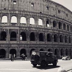 """Veni, vidi, vici""🏛 - Julius Caesar * Notice the military trucks. . . . . #travelphotography #rome #europe #colosseo #instafollow #venividivici #instashare #reisfotografie #reizen"