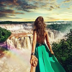 the Iguazu waterfalls in Brazil (the pic of the photo series by Russian Photographer, Murad Osmann) Motivation Business, Iguazu Waterfalls, Murad Osmann, Paraiso Natural, Voyager Loin, Instagram Snap, Photo Couple, Jolie Photo, Photography Tutorials