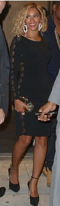 Beyonce Knowles: Dress – Tom Ford  Shoes – Brian Atwood  Purse – Giuseppe Zanotti