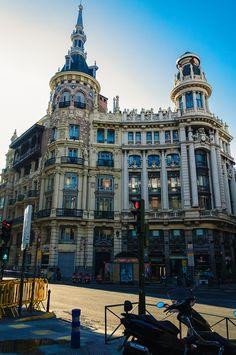 📷 @jlajaus 2017. Madrid, plaza de Canalejas. Edificios Allende y Meneses